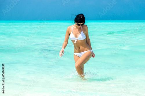 купальники прозрачные от воды фото