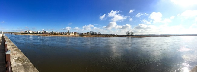 Panorama über den Fluss nach Polen