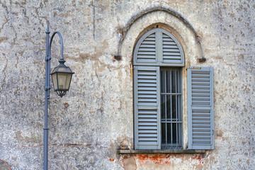 incision    house  window   street lamp