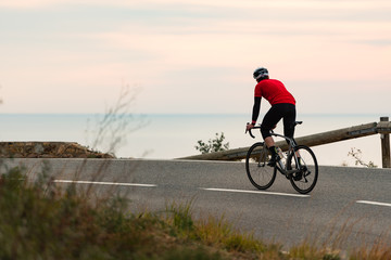 Foto auf AluDibond Radsport Early Morning Road Cycling along the Coastal Highway