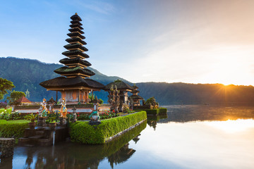 Foto op Canvas Indonesië Pura Ulun Danu Bratan at sunrise, famous temple on the lake, Bedugul, Bali, Indonesia.