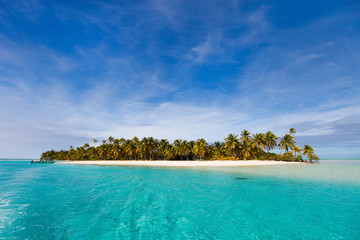 Foto auf Leinwand Tropical strand Stunning tropical beach at exotic island in Pacific