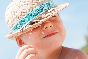 Active Kid Have Fun Straw Hat Overindulgence