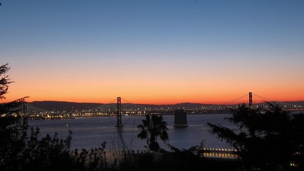 Fotomurales - Time-lapse of San Francisco-Oakland Bay Bridge lights at sunrise
