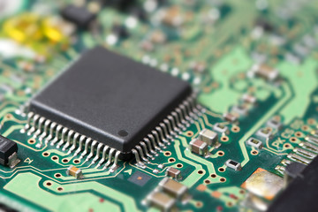 Electronic chip on circuit board