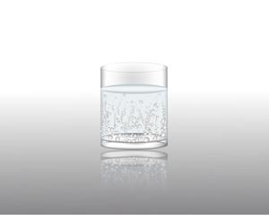 Газированная вода в стеклянном стакане