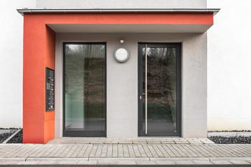 Eingang Haustür Mehrfamilienhaus
