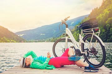 woman with e-bike resting beside a beautiful lake-e-power 16