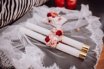 Wedding accessories: shoes, rings and candles