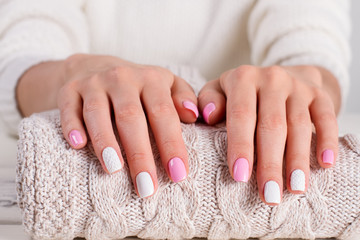 Fototapete - White-pink knitted women's manicure.