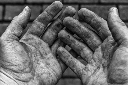 Von Arbeit gezeichnete Hände
