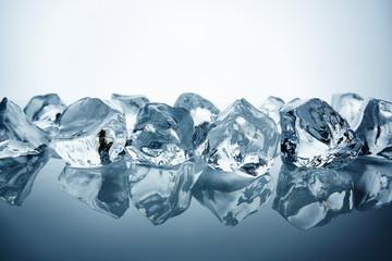 aufgereihte Eiswürfeln
