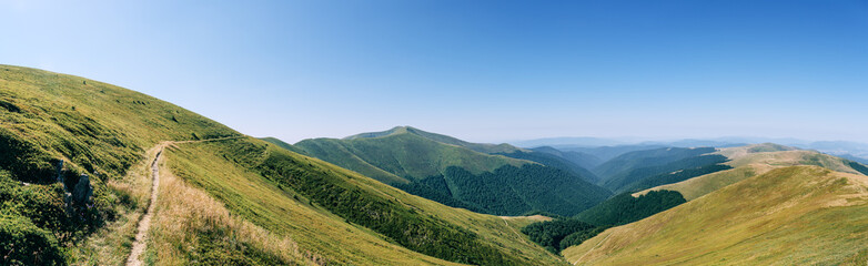Photo sur Toile Colline Panorama mountains green hills