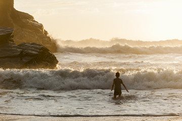 UK, England, Cornwall, Bedruthan Steps, boy in the ocean