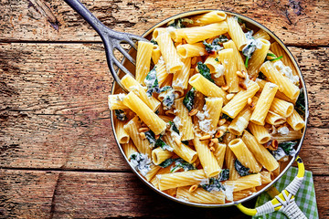 Ricotta pasta with spinach and pine nuts