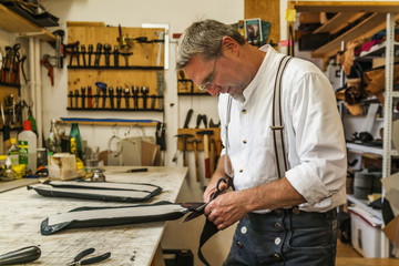 Saddler gluing padding for hippotherapy belt