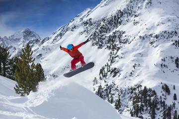 Austria, Sellrain, Kuehtai, snowboarder jumping