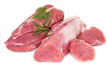 filet mignon de porc cru sur fond blanc