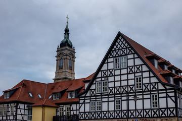 Fachwerkhaus und Turm der Georgenkirche in Eisenach