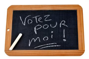 Ardoise avec écrit votez pour moi