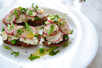 toast with ricotta, radish and green peas
