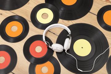 Schallplatten und Kopfhörer