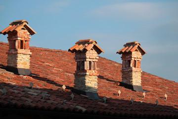 canna fumaria nei tetti