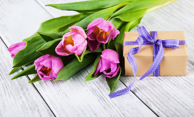 tulips bouquet and gift box