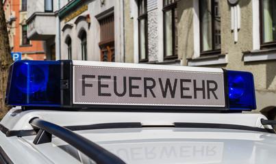 Schriftzug Feuerwehr am Einsatzwagen