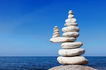 Concept of balance and harmony. White rocks zen on the sea. Fototapete