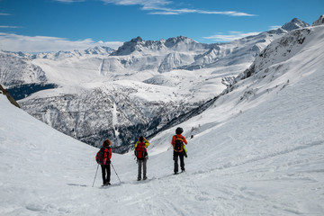 Randonnée en  hiver en montagne dans les Alpes