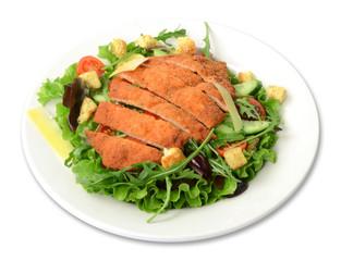 Schnitzelsalat / Salat freigestellt auf weißem Teller