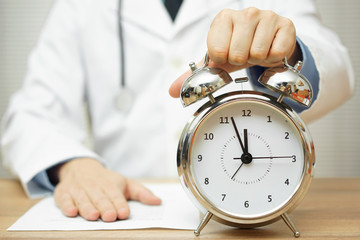after reading diagnose, doctor is showing clock to patient to ma