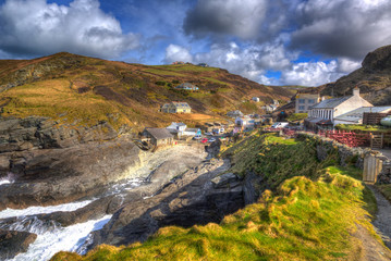 Fototapete - Trebarwith Strand Cornwall England UK English coast village with waves hdr