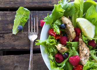 Salad with chicken and berries