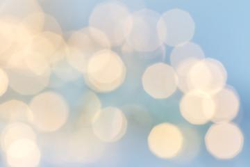 ljus mot blå bakgrund ofokuserad