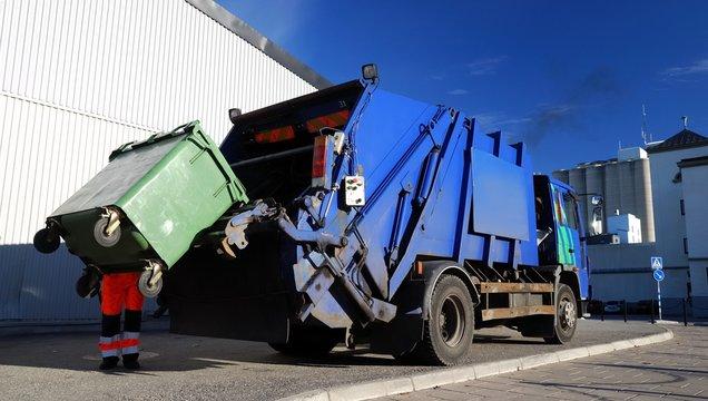 garbage transport car loading itself