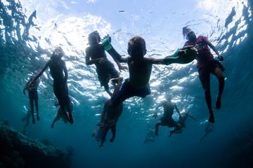 Fototapete - Children Swimming in Solomon Islands