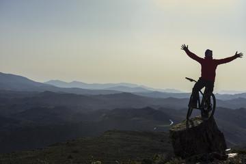 bisikletle zor zirvelerde başarı coşkusu
