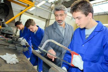 cutting steel tube using manual cutter
