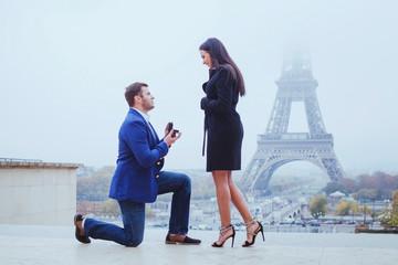 marry me, proposal in Paris near Eiffel Tower