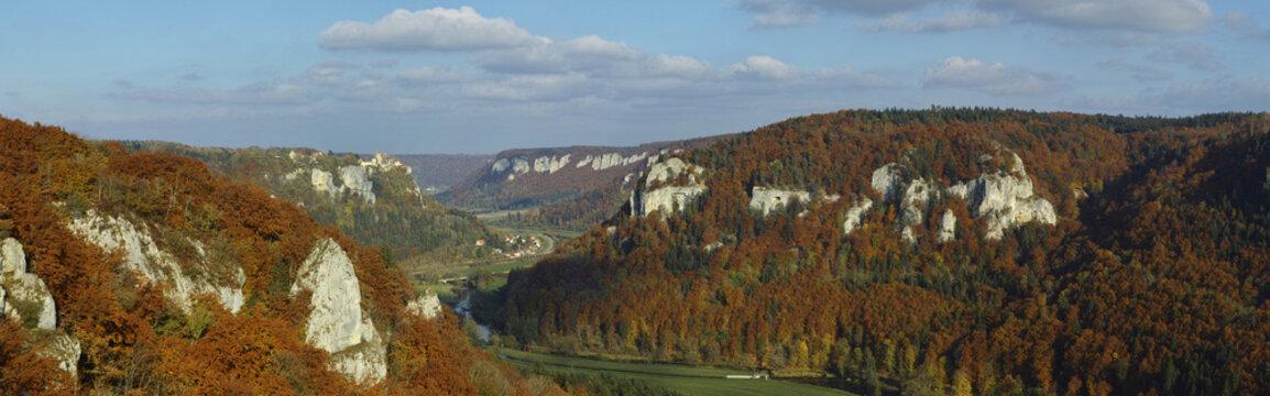 Oberes Donautal, Blick auf Schloss Werenwag im Herbst