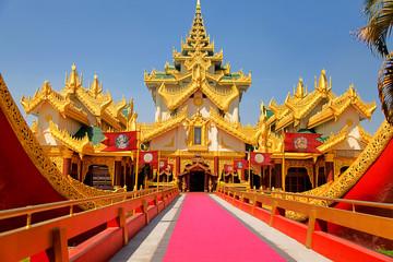 Entrance of the Karaweik palace in Yangon, Myanmar (former Burma) Fototapete
