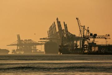 Fond de hotte en verre imprimé Port Abendstimmung am Überseehafen – Bremerhaven