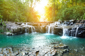 In de dag Bos rivier beautiful water fall in thailand