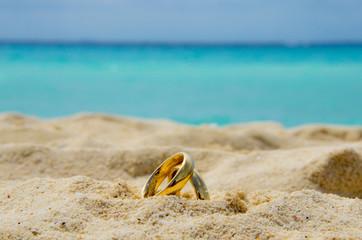 Fedi matrimoniali sulla sabbia
