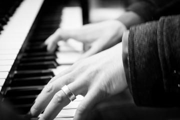 Klavier Spieler bei der Arbeit