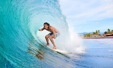 Surfer in einer Tube