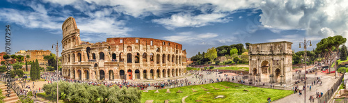 Fototapete Panoramic view of the Colosseum and Arch of Constantine, Rome