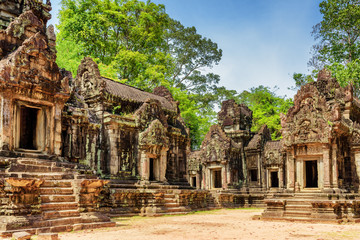 Wall Mural - View of ancient Thommanon temple in Angkor, Siem Reap, Cambodia